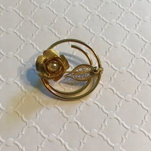 Sarah Coventry goldtone brooch pearl in flower